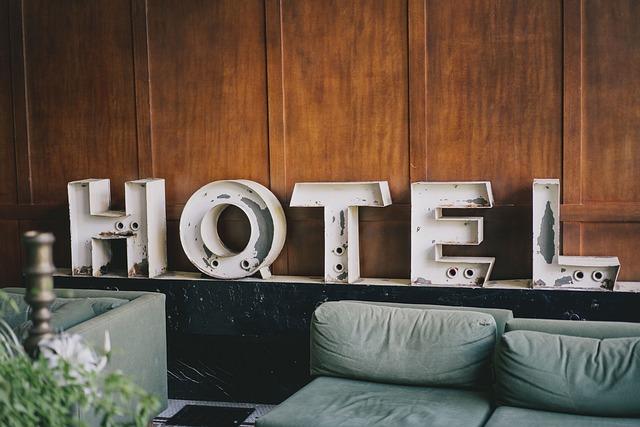nápis hotel