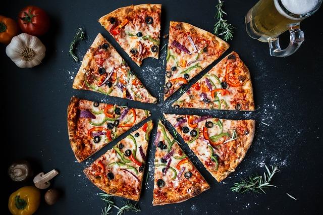 krájená pizza