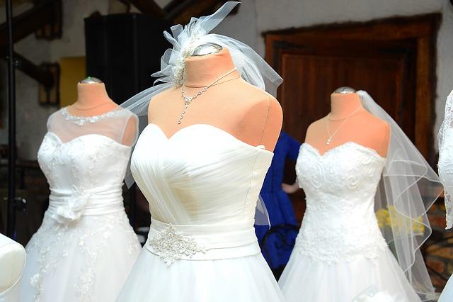 nabídka svatebních šatů