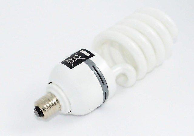Typická kompaktní zářivka.jpg