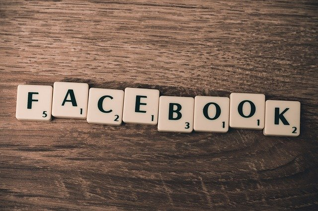 písmena tvořící facebook